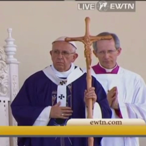 Pope Francis at border Mass on Feb. 17. He is using cross crafted by Juarez prisoners.