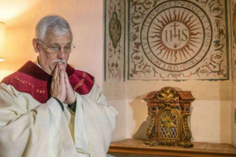 Father Arturo Sosa Abascal, superior general of the Society of Jesus, prepares to say Mass at the Church of the Gesu in Rome Oct. 15.