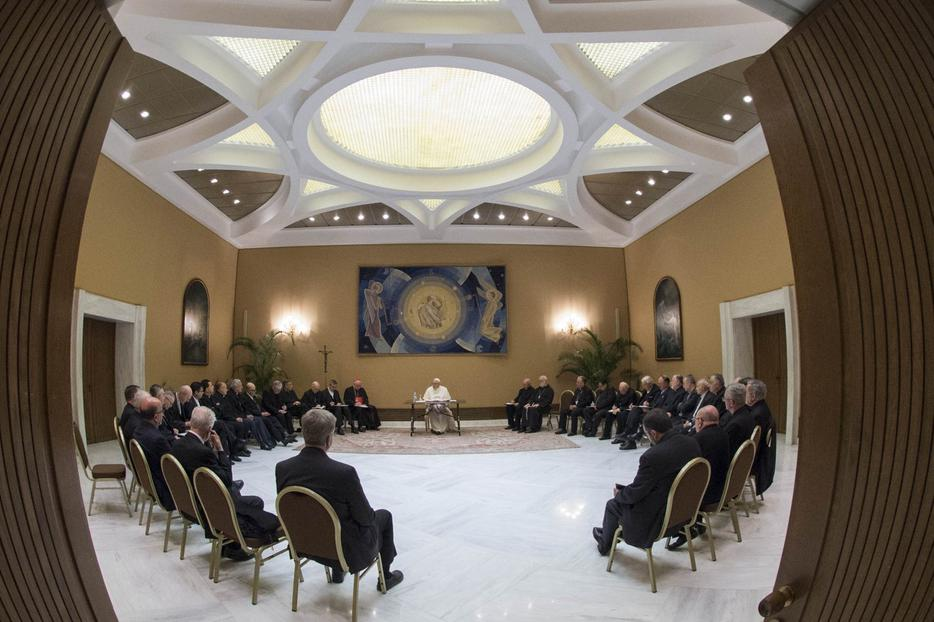 Pope Francis meeting 34 Chilean bishops in the Paul VI hall, May 15, 2018.