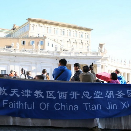 Pilgrims from China in St.Peter's Square before the Wednesday general audience with Pope Francis on April 22, 2015.