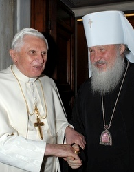 The Pope with then-Metropolitan Kirill in December 2007.