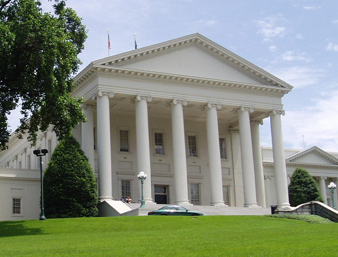 Photo of the Virginia State Capitol in 2003.