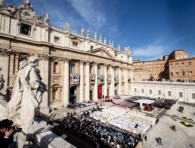Pope Francis celebrates the Canonization Mass of Sts. John Henry Newman, Sister Irmã Dulce Pontes, Mother Giuseppina Vannini, Mother Mariam Thresia, and Marguerite Bays in St. Peter's Square, Oct. 13, 2019.