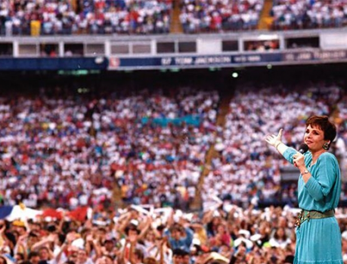 Below, Dana Scallon was blessed to meet Pope St. John Paul II at World Youth Day 1993, when she performed the theme song (above). In addition, in 1987, she met Mother Teresa when the holy nun came to London to found a house in the city for the homeless and poor.