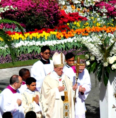 Pope Francis celebrates Easter morning Mass April 20 in St. Peter's Square.