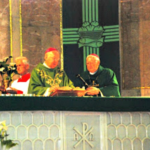 Bishop Kevin Farrell (l) and Bishop Brian Farrell concelebrate Mass in Dublin, in June 2012, while attending an international Eucharistic council.