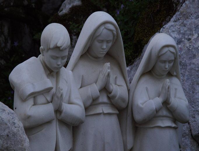 Statue of the shepherd children of Fatima
