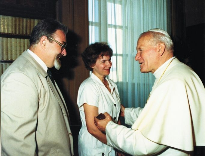 Pope St. John Paul II, who would have been 100 on May 18, presided over the marriage of his longtime friends Jerzy and Maria Gałkowski. The Gałkowskis recall their friend spending time with the students he taught and their meeting at the Vatican for their 25th anniversary.
