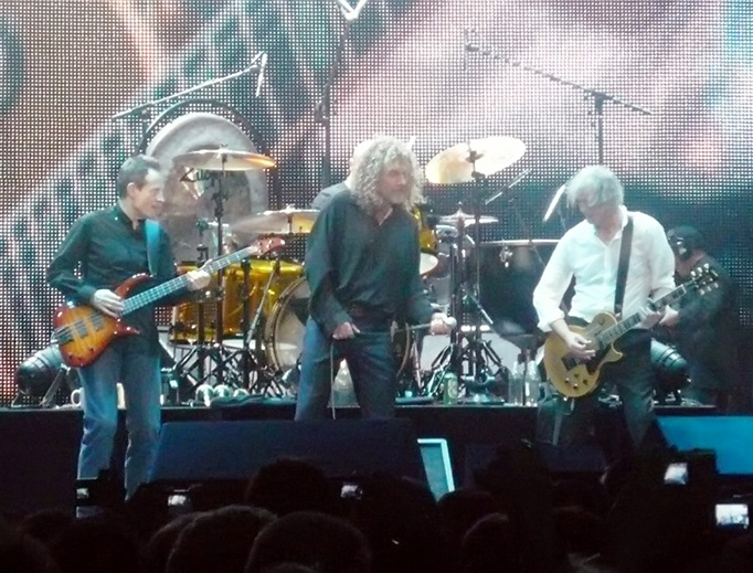 A reunited Led Zeppelin in December 2007 at The O2 in London for the Ahmet Ertegün tribute show. From left to right: John Paul Jones, Robert Plant, and Jimmy Page. On drums is Jason Bonham, the son of the deceased John Bonham.