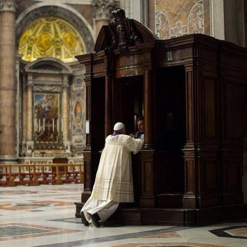 Pope Francis goes to confession on March 28, 2014.
