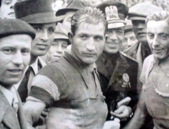 Gino Bartali (center) between 1940 and 1943.
