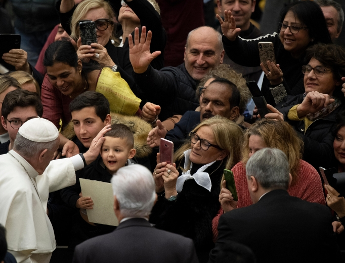 Pope Francis greets pilgrims during his weekly General Audience, January 22, 2020.