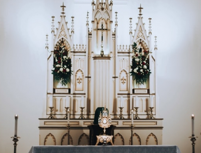 Adoring Christ in the Blessed Sacrament