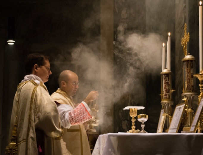A priest celebrates Mass in the extraordinary form inside a chapel in Rome, 2016.