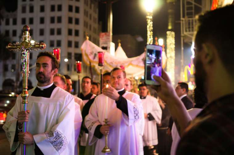 Hollywood Eucharistic procession proceeded through the streets of Los Angeles.