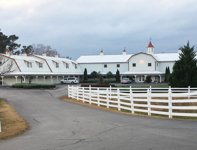 A unique retreat house — resembling a barn — is located in rural Hanceville, Alabama, where a lovely chapel is available for daily Mass and prayer. The house also bears a special relation to Mother Angelica and the community of sisters she founded.