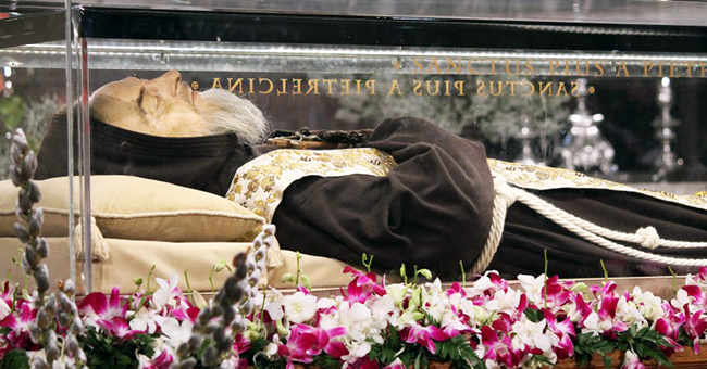 The relics of Saint Pio of Pietrelcina and Saint Leopold Mandic arrived at the Basilica of San Lorenzo Outside-the-Walls in Rome, Italy on February 3, 2016.