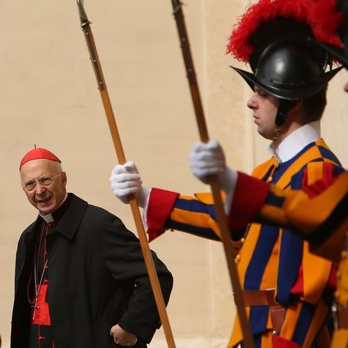 Italian Cardinal Angelo Bagnasco in Cortile di Damaso, Vatican City, before meeting with Palestinian President Mahmoud Abbas on May 16, 2015.
