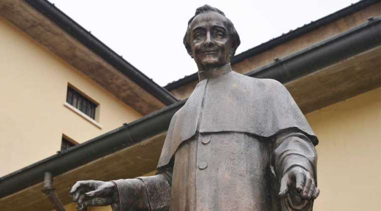 A statue of Blessed Francesco Spinelli