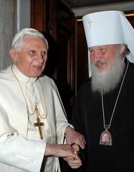 The Pope with Metropolitan Kirill in December 2007.