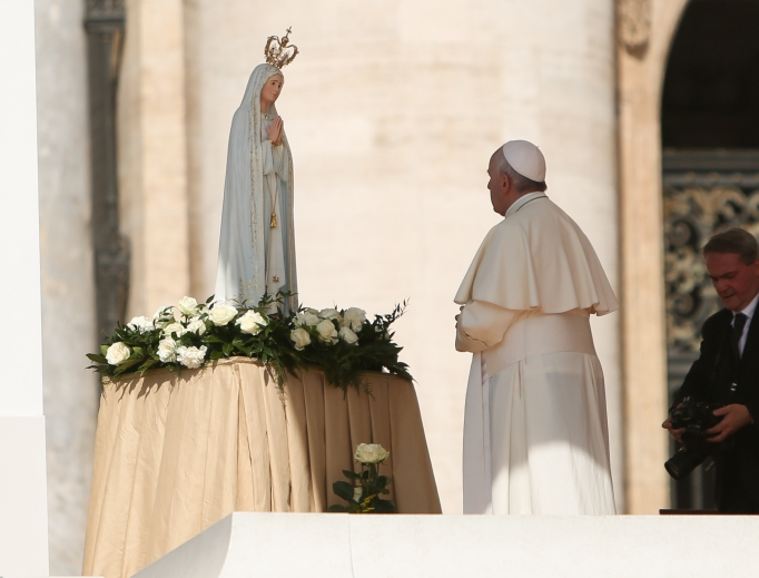 Pope Francis with Our Lady of Fátima statue at his May 13, 2015, general audience.