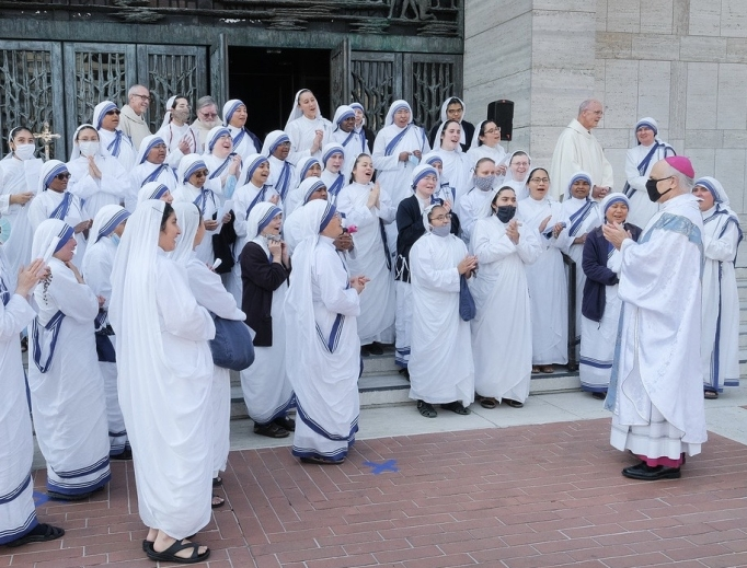 Archbishop Salvatore Cordileone surrounded by the Missionaries of Charity in San Francisco on August 22, 2020.