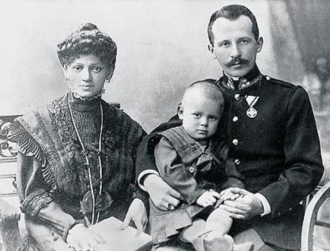 Karol and Emilia Wojtyła sitting with an infant Saint John Paul II.