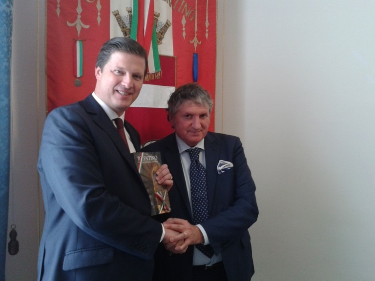 Hungary's Ambassador to the Holy See, Eduard Habsburg-Lotheringen, and the mayor of Tolentino, Giuseppe Pezzanesi.