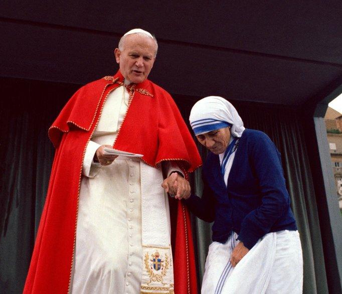 Image: Mother Teresa and Pope John Paul II on May 25, 1983, via L'Osservatore Romano