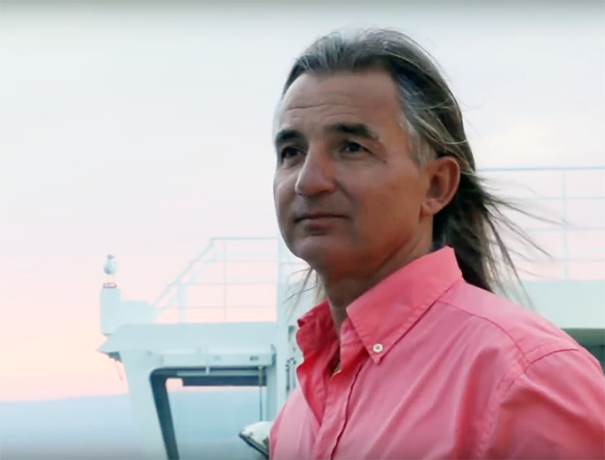 Braco the Gazer (r) averts his gaze from a non-paying seagull.