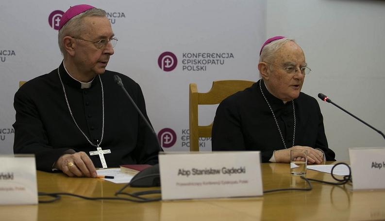 Archbishop Stanisław Gądecki, president of the Polish episcopal conference, and Archbishop Henryk Hoser of Warsaw-Praga.
