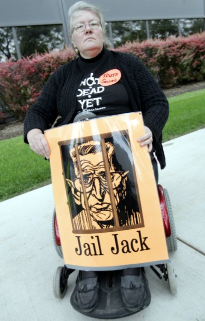 Carol Sutton of 'Not Dead Yet' protests against Kevorkian in 2007.