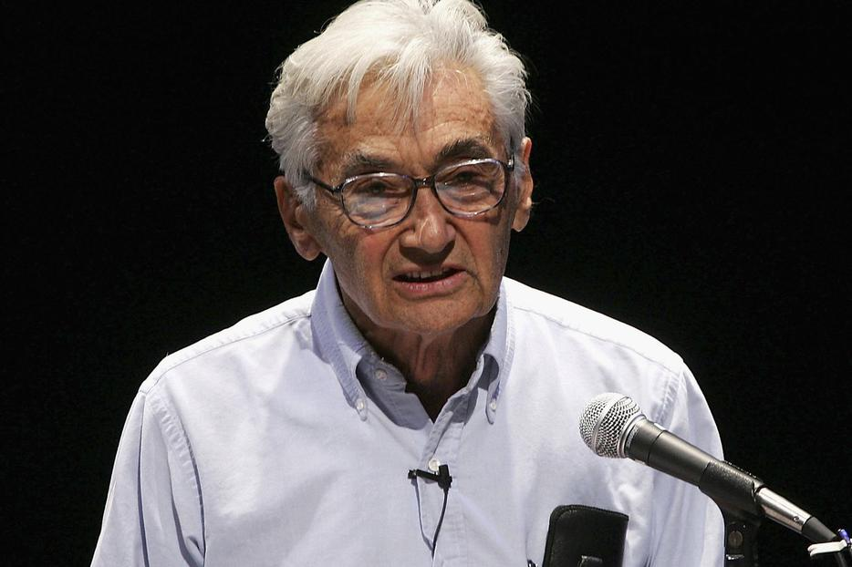 """Author Howard Zinn reads at a """"celebrity reading"""" of A People's History of the United States held at the Japan America Theatre, Oct. 5, 2005, in Los Angeles."""