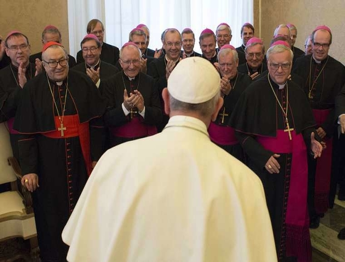 Pope Francis greets members of the German Bishops' Conference, 2019.