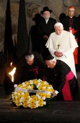 Benedict watches as Vatican representatives lay a wreath at Yad Vashem.