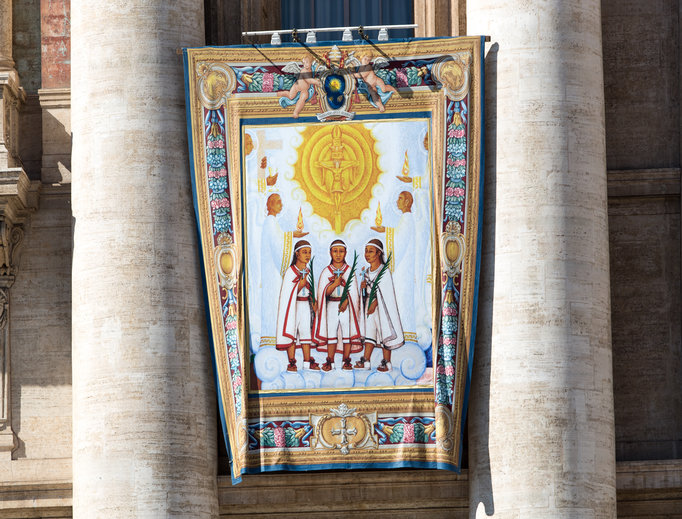 Banner of Blesseds Cristóbal, Antonio and Juan in preparation for their canonizations in St. Peter's Square on Oct. 15.   Image ID: 59e10ec87b718