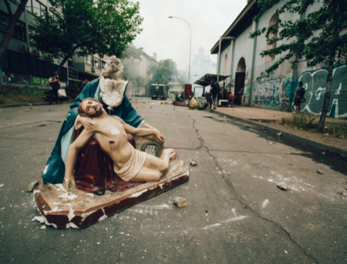 """Remains of a statue of Jesus and Mary looted of the church """"Parroquia de la Asuncion"""" in Santiago, Chile, 2019."""