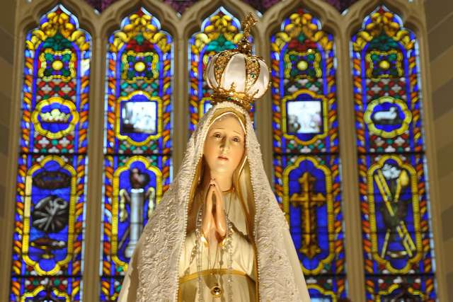 Our Lady of Fatima statue (Our Lady of Fatima International Pilgrim Statue via Flickr, CC BY-SA 2.0)