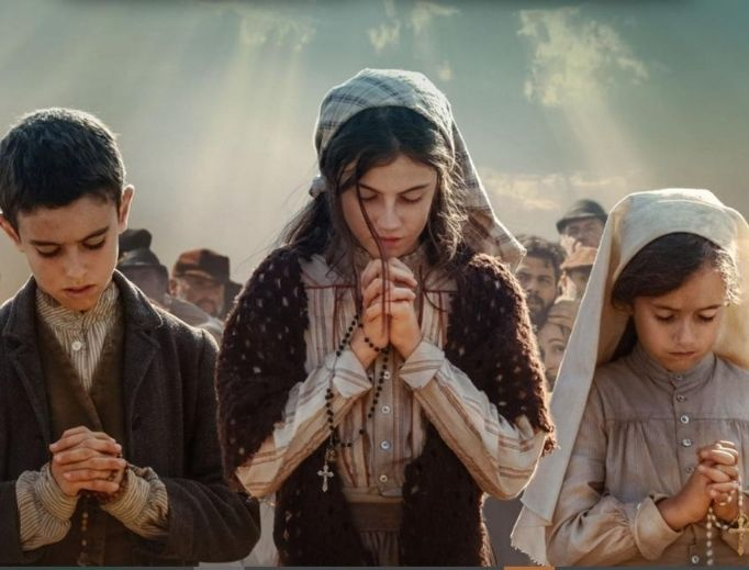 Above, the child seers are portrayed by (l to r): Jorge Lamelas (Francisco), Stephanie Gil (Lucia) and Alejandra Howard (Jacinta) in the new film Fatima.
