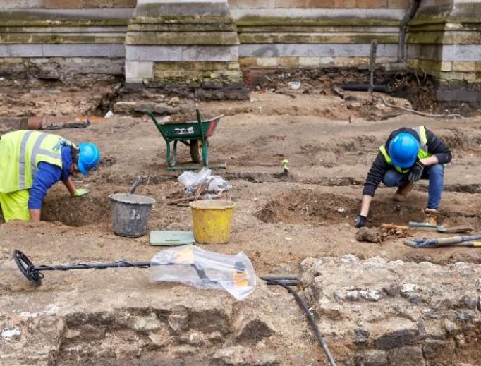 The Pre-Construct Archaeology team works on the Great Sacristy site.