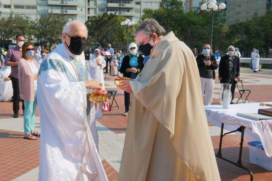 Archbishop Cordileone celebrates Mass on the Cathedral Plaza in San Francisco on Aug. 22, 2020