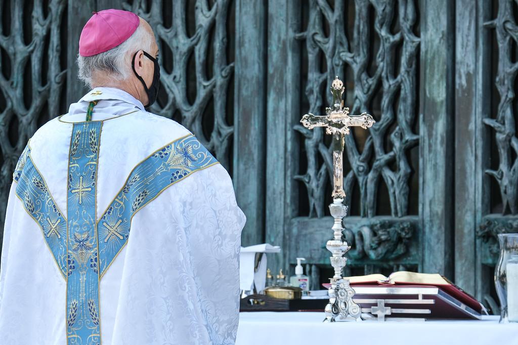 Editorial-Archbishop Cordileone outdoor Mass 2