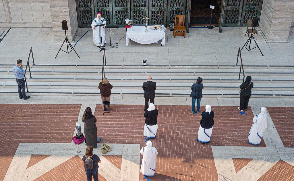 Editorial-Archbishop Cordileone outdoor Mass 3
