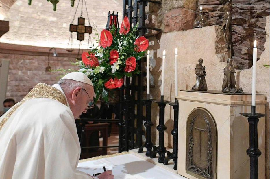 Pope Francis Signs Encyclical Fratelli Tutti at Tomb of St. Francis  in Assisi Oct. 3, 2020