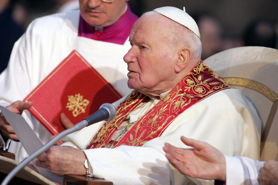 Pope John Paul II celebrates the Feast Day of the Immaculate Conception near the Spanish steps in Rome, on December 08, 2004.