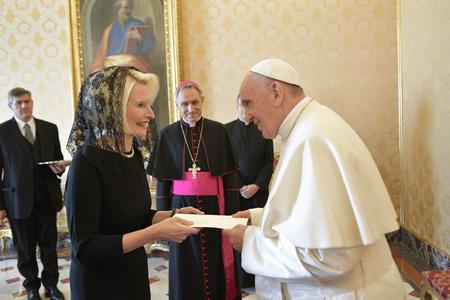Vatican Ambassador Callista Gingrich Has Farewell Meeting with Pope Francis