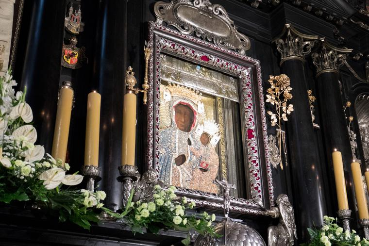 The first unveiling of the image of the Black Madonna of Czestochowa/Our Lady of Czestochowa with new crowns in 2017 at the Jasna Gora Monastery.