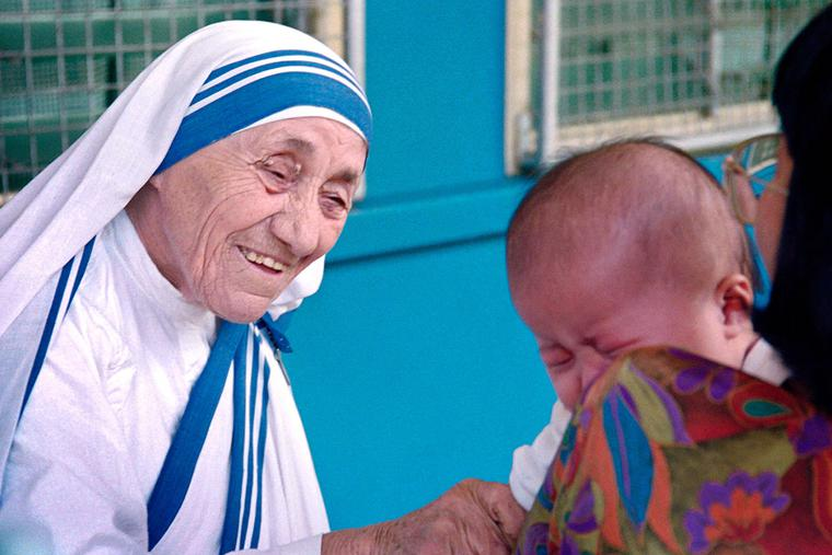 St. Teresa of Calcutta greets a child at the Gift of Love Home on Oct. 20, 1993, in Singapore.