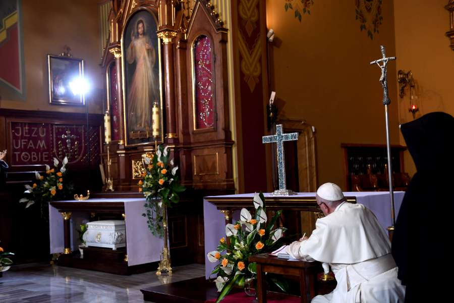 Pope Francis prays before the Divine Mercy image in Łagiewniki, Poland, July 30, 2016.