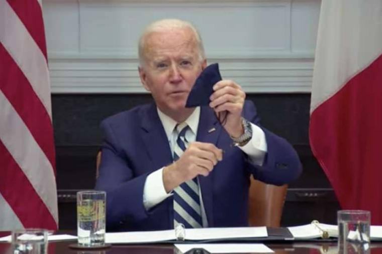 President Biden shows his rosary beads during a meeting with the president of Mexico.